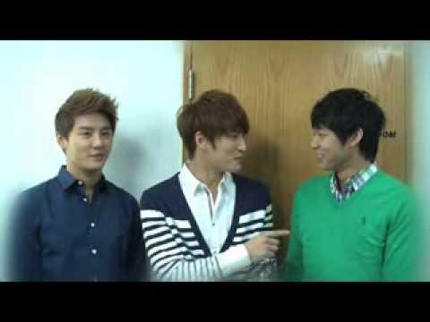 20120109 JYJ 2011 KBS best icon award: JYJ (Jaejoong, Yoochun, Junsu)