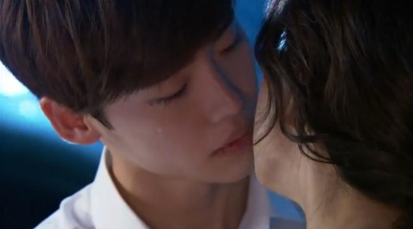 Soo Ha's Kiss at Aquarium: I Hear Your Voice