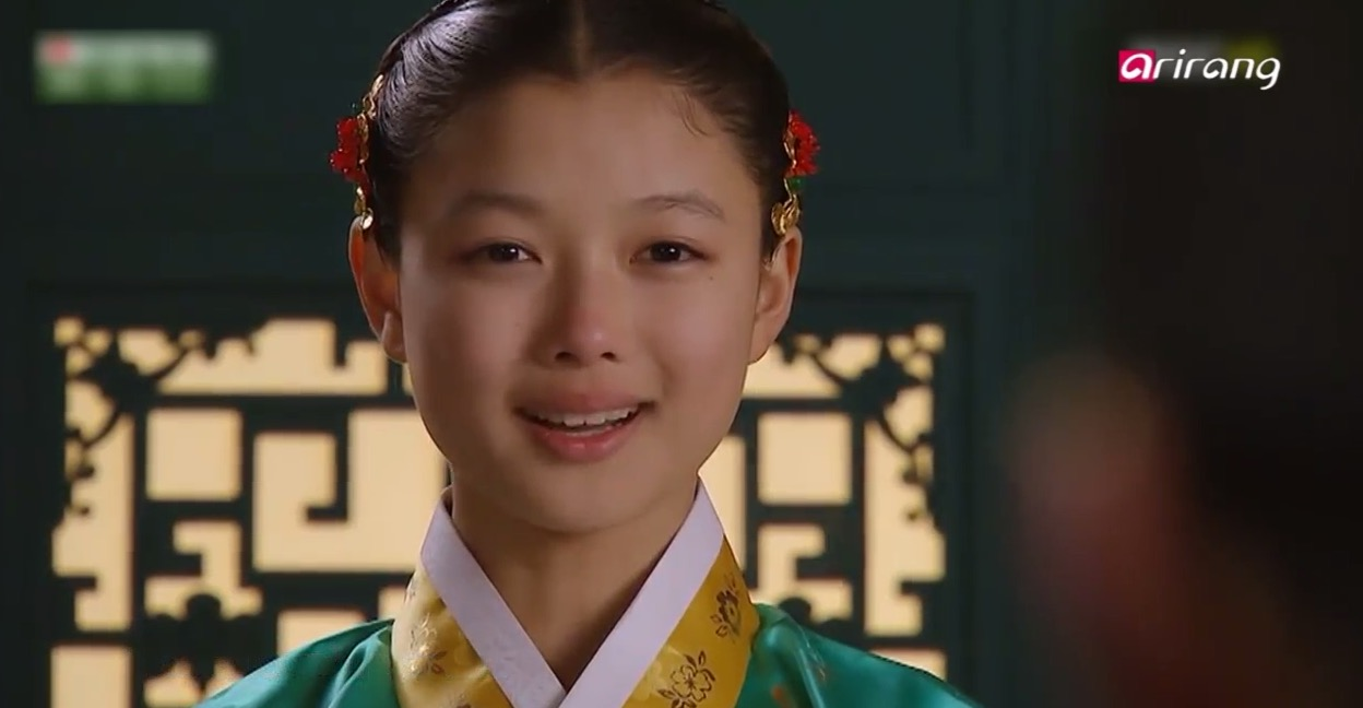 Kim Yoo Jung vs Chloe Grace Moretz - Stars' Big Match